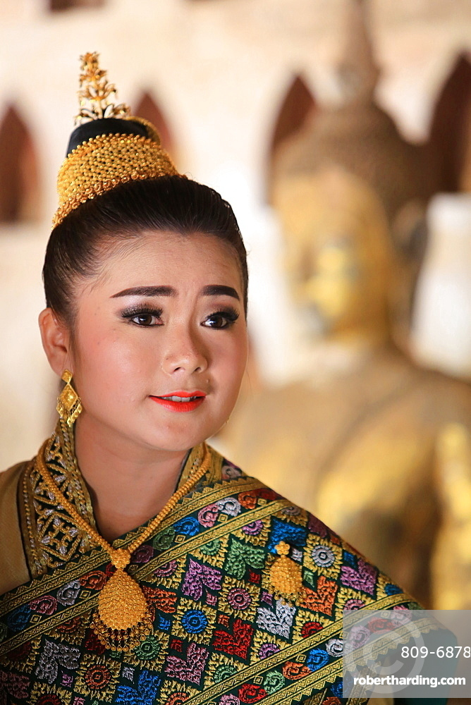Bride wearing traditional Lao costume for her wedding, Wat Si Sake, Vientiane, Laos, Indochina, Southeast Asia, Asia