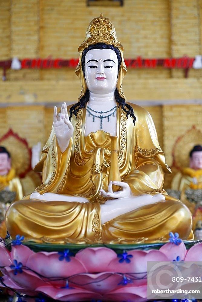 Goddess of Mercy, Avalokitesvara Bodhisattva statue, Hoi Tuong Te Nguoi Hoa Buddhist Chinese temple, Quan Am, Phu Quoc, Vietnam, Indochina, Southeast Asia, Asia