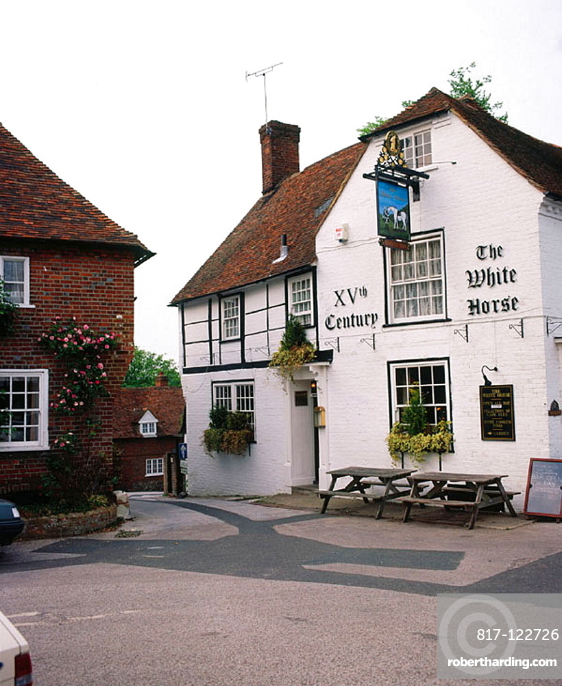 The 15th century White Horse pub in the old village of Chilham, Kent, England, UK