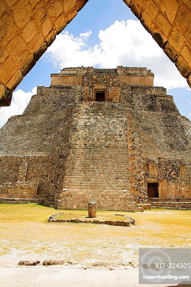 Piramide del Adivino, Pyramid of the Magician, Uxmal Archaeological Site, Uxmal, Yucatan State, Mexico