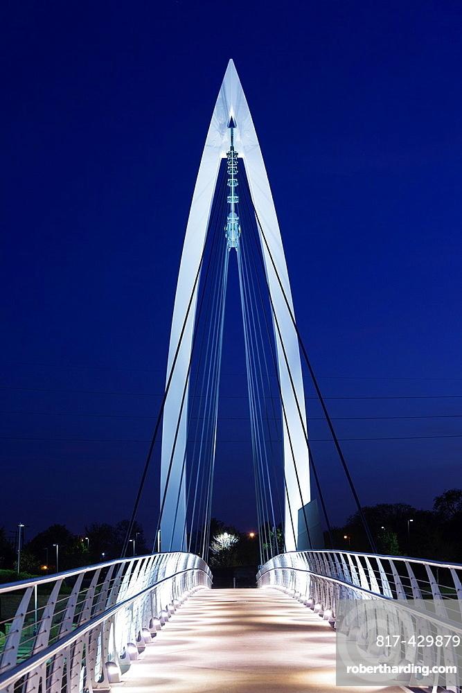 USA, Kansas, Wichita, Keeper of the Plains footbridge on the Arkansas River, dusk