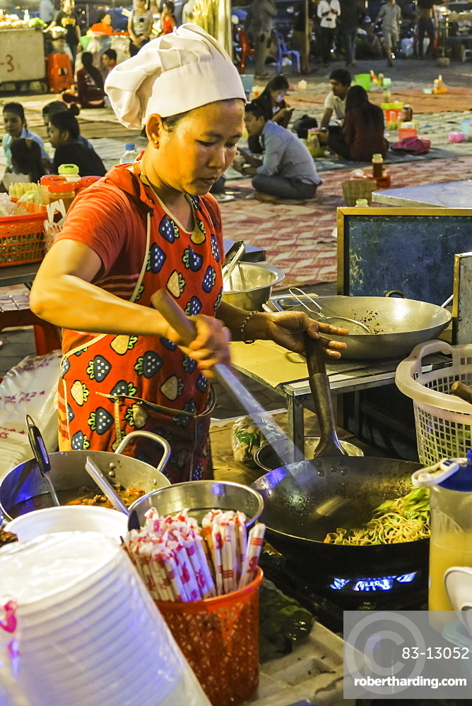Chef frying noodles in a wok at Phsar Kandal night market near the riverfront, Phsar Kandal, city centre, Phnom Penh, Cambodia, Indochina, Southeast Asia, Asia