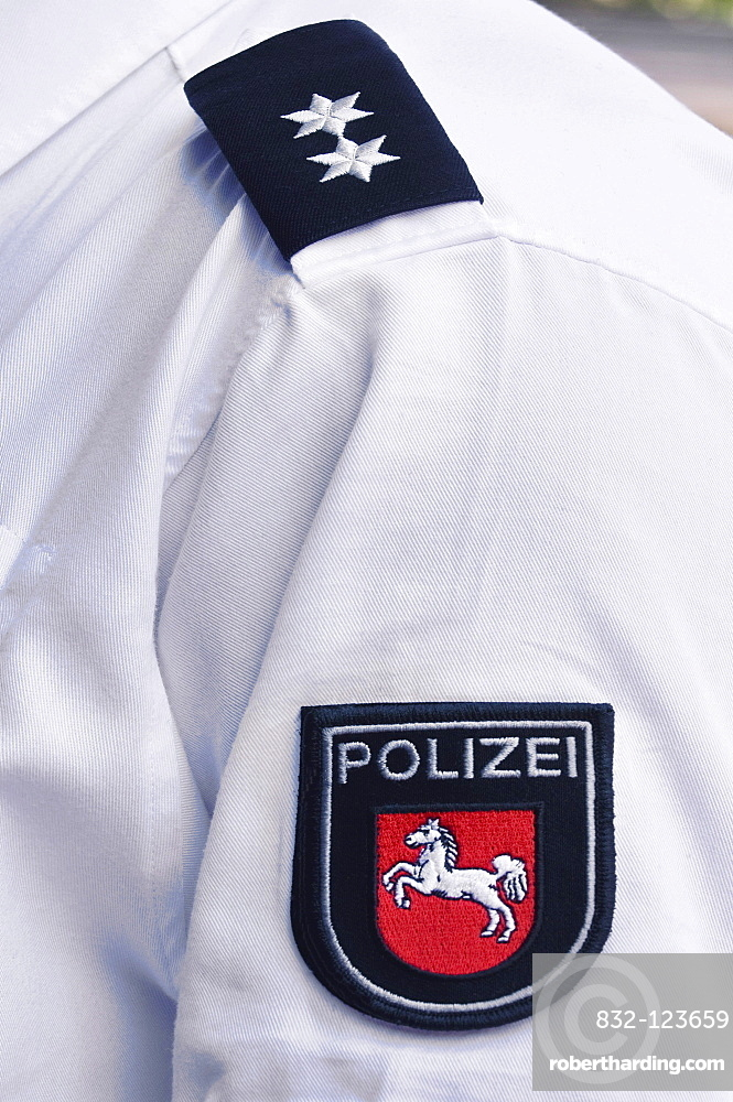 Lower Saxony Police, white shirt with coat of arms of the Lower Saxony Police, white horse on red ground, two-star badge of rank