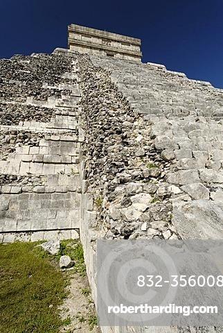 Kukulkan pyramid, Maya and Toltec archeological site Chichen Itza, new worldwonder, Yucatan, Mexico