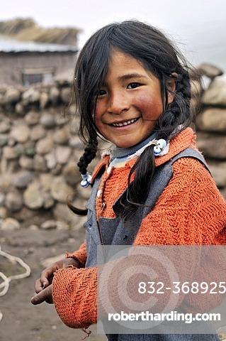 Girl in Pampa Blanca village, Munizip Charazani, Departamento La Paz, Bolivia, South America
