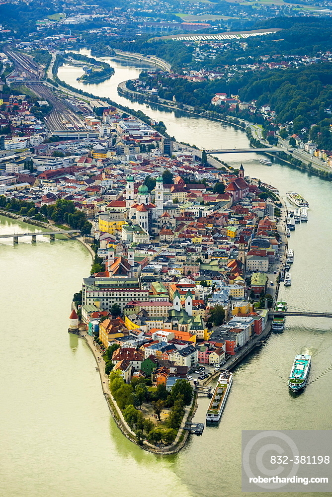 Historic centre of Passau, St. Stephen's Cathedral, confluence of the three rivers, Danube, Inn and Ilz, Passau, Lower Bavaria, Bavaria, Germany, Europe