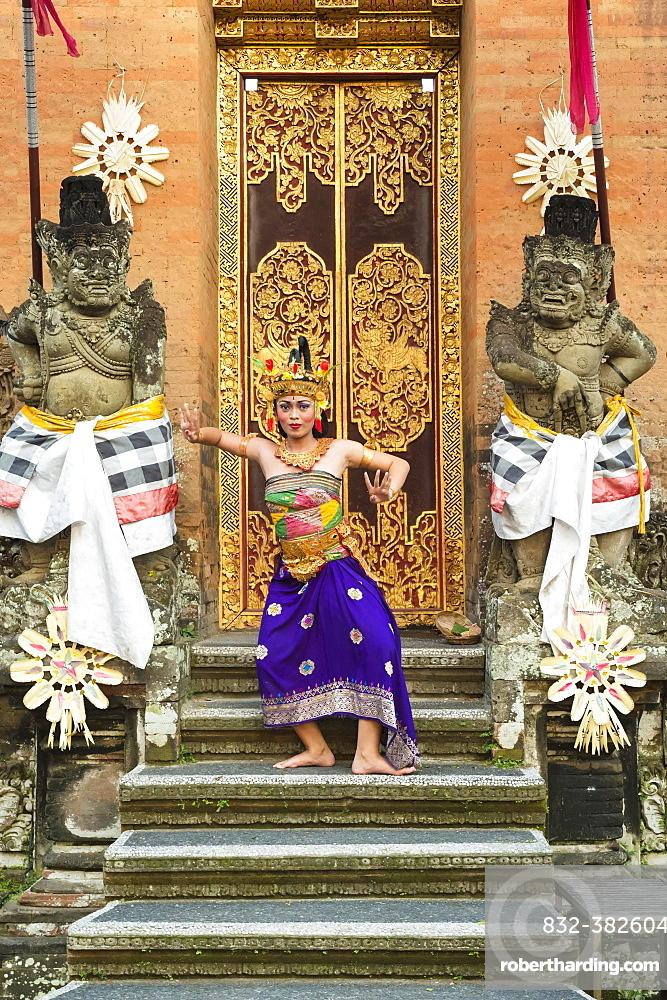 Balinese Kecak dancer, Ubud, Bali, Indonesia, Asia