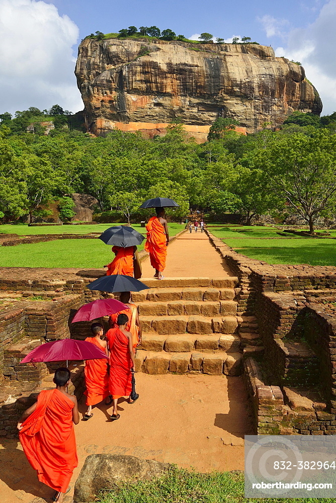 Buddhist monks on their way to the Lion Rock, Sigiriya, UNESCO World Heritage Site, Sigiriya, Central Province, Sri Lanka, Asia