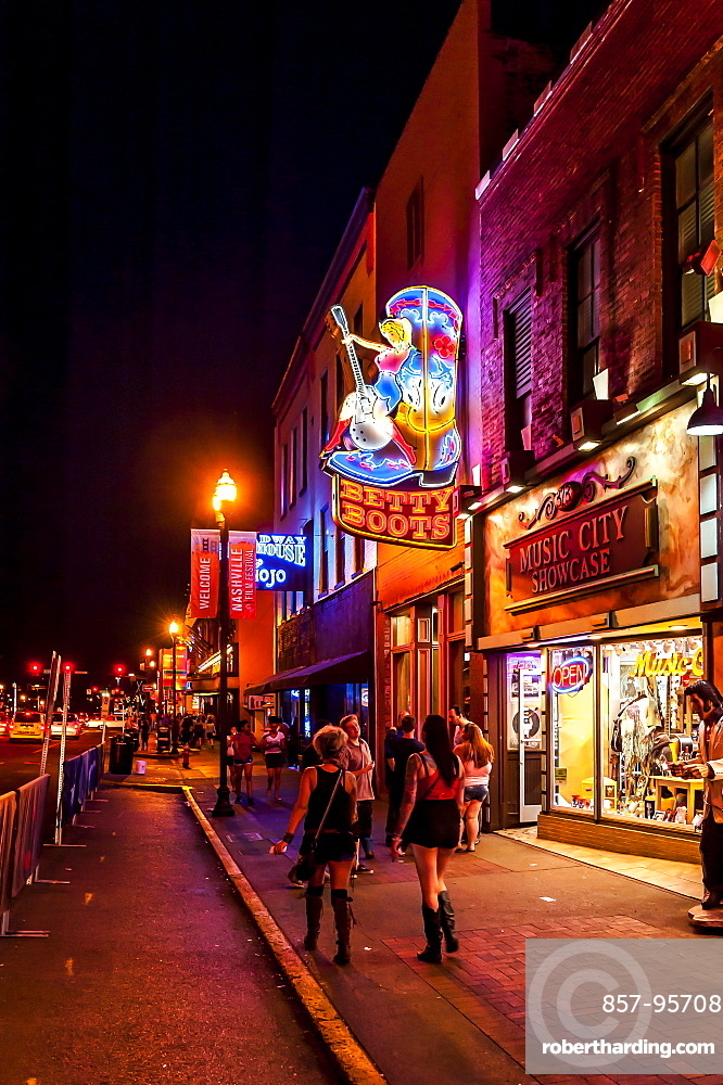 People club hopping at night, Nashville, Tennessee, USA