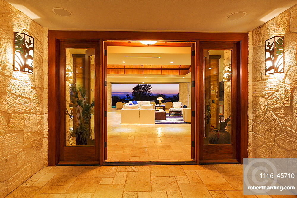 Beautiful Entrance To Luxury Home