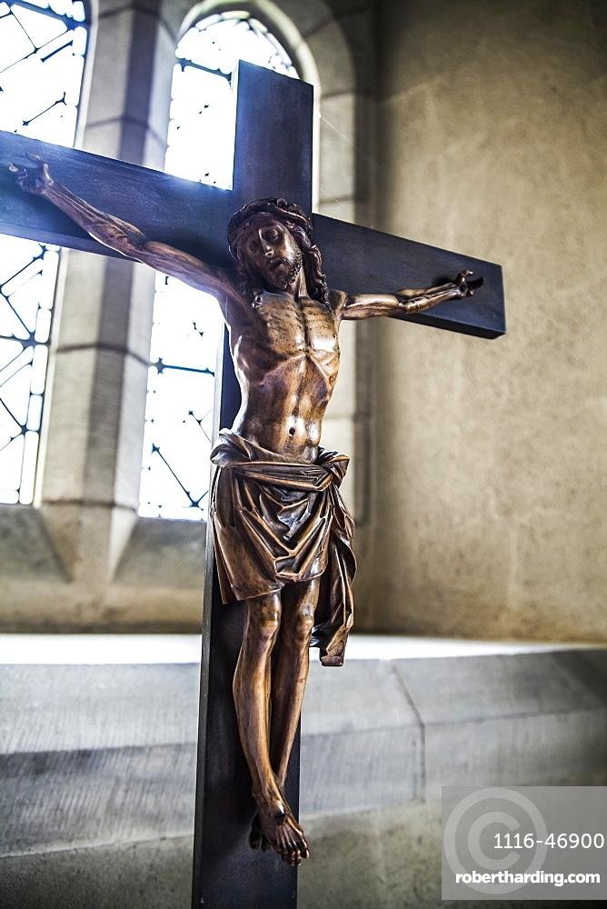 Altartop crucifix in crypt prayer alcove, York, England