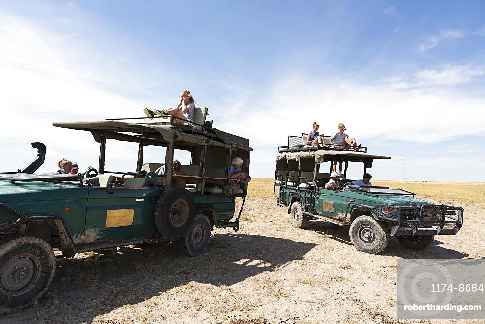 safari vehicles, Kalahari Desert, Makgadikgadi Salt Pans, Botswana