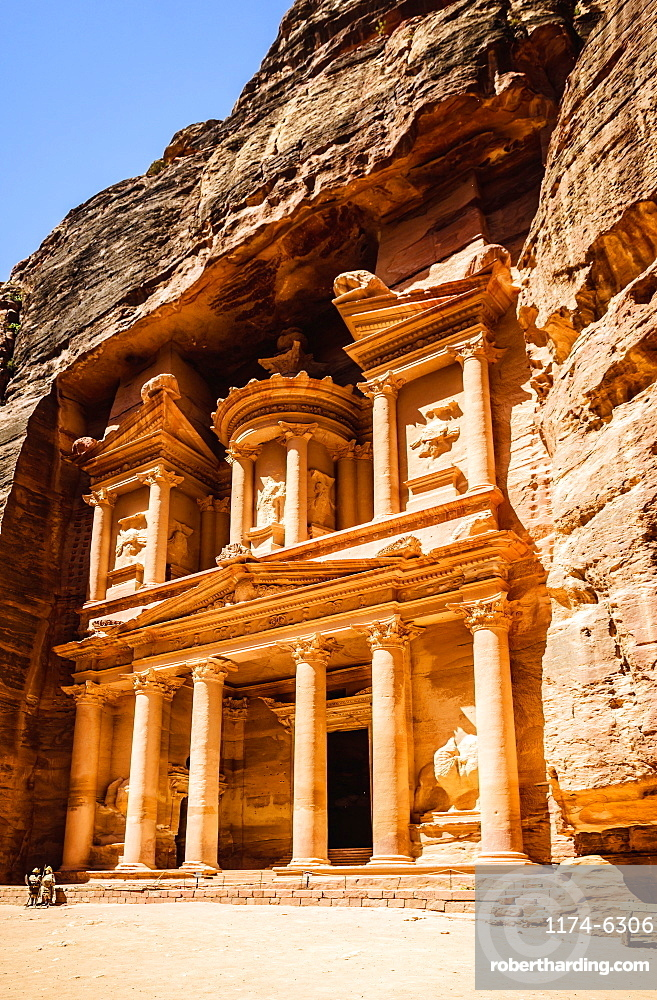 Al Khazneh building carved into cliff face, Petra, Jordan, Jordan, Petra, Jordan, Jordan