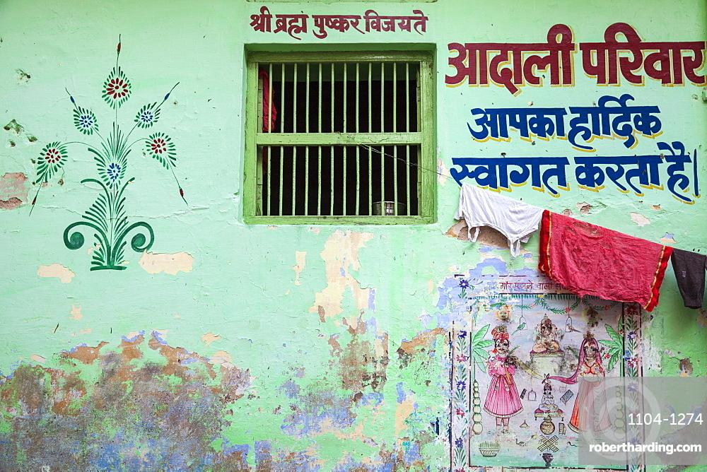Colourful buildings in bazaar, Pushkar, Rajasthan, India, Asia