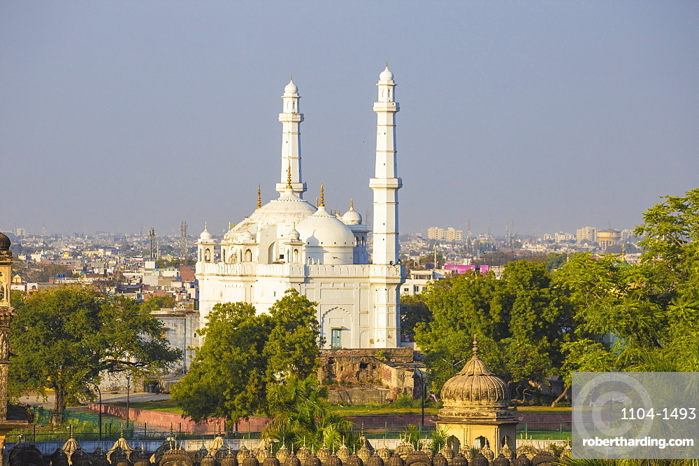 India, Uttar Pradesh, Lucknow, view of Teele Wali Mosque or Mosque on the Mound, at the Tomb of Shah peer Muhammad