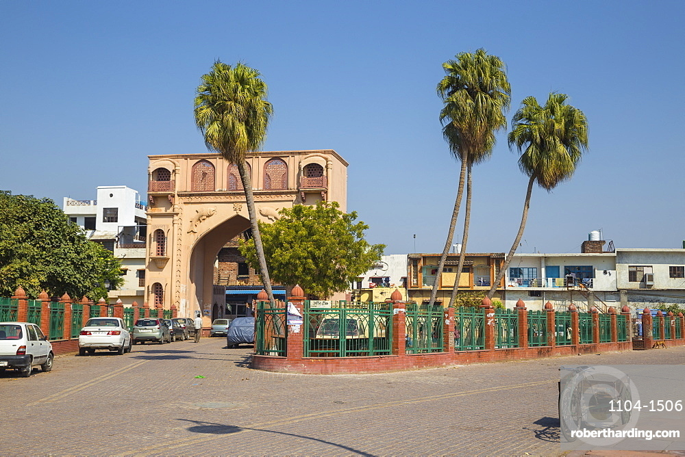 India, Uttar Pradesh, Lucknow, Gate in the old city