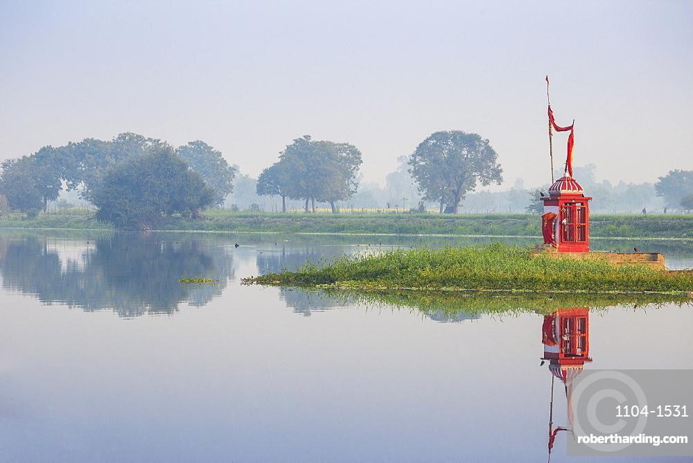 India, Uttar Pradesh, Lucknow, Kuria Ghat Mid River Temple
