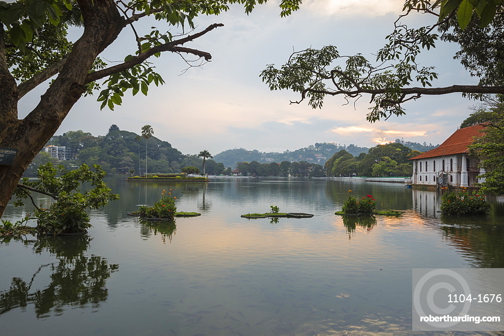 Kandy Lake, Kandy, UNESCO World Heritage Site, Central Province, Sri Lanka, Asia
