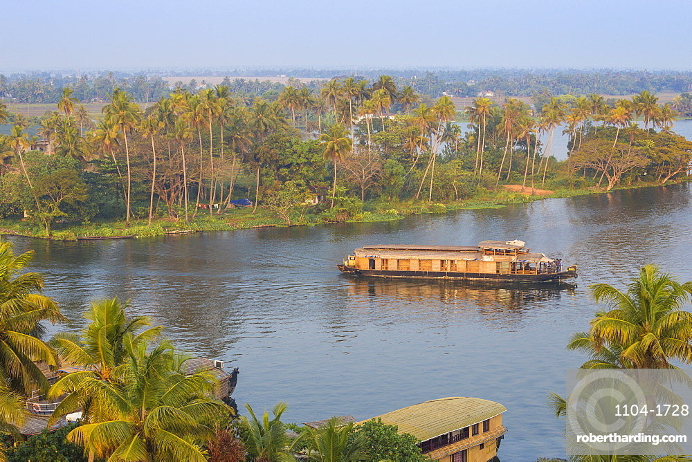 Houseboat on Backwaters, Alappuzha (Alleppey), Kerala, India, Asia
