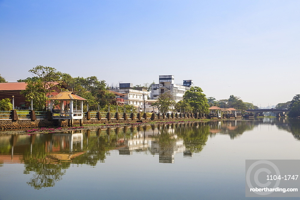 India, Kerala, Alappuzha (Alleppey), Backwaters, View towards Kuttanad ferry terminal