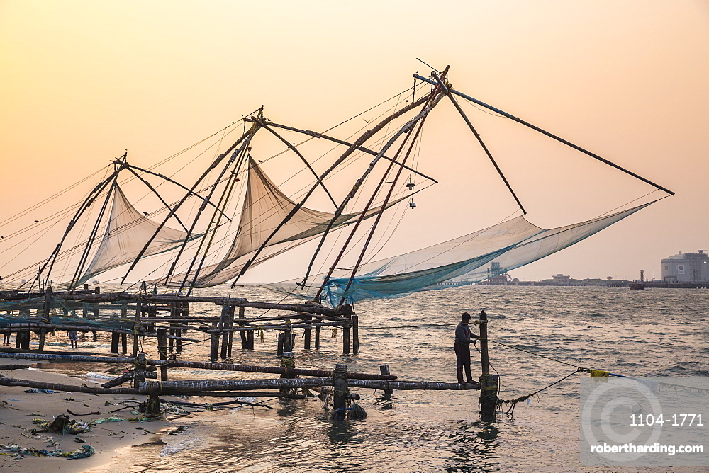 Chinese fishing nets, Fort Kochi, Cochin (Kochi), Kerala, India, Asia