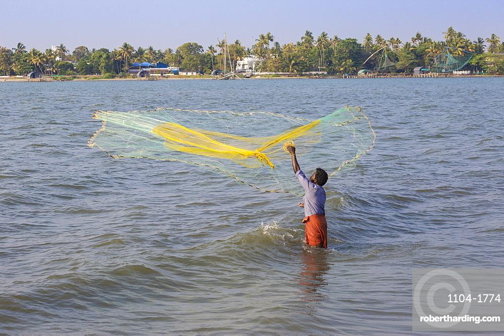 India, Kerala, Cochin - Kochi, Fort Kochi, Fishermen throwing fishing net