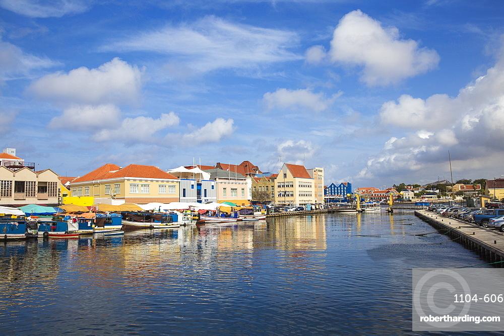 Venezuelan boats at the floating market, Punda, UNESCO World Heritage Site, Willemstad, Curacao, West Indies, Lesser Antilles, former Netherlands Antilles, Caribbean, Central America