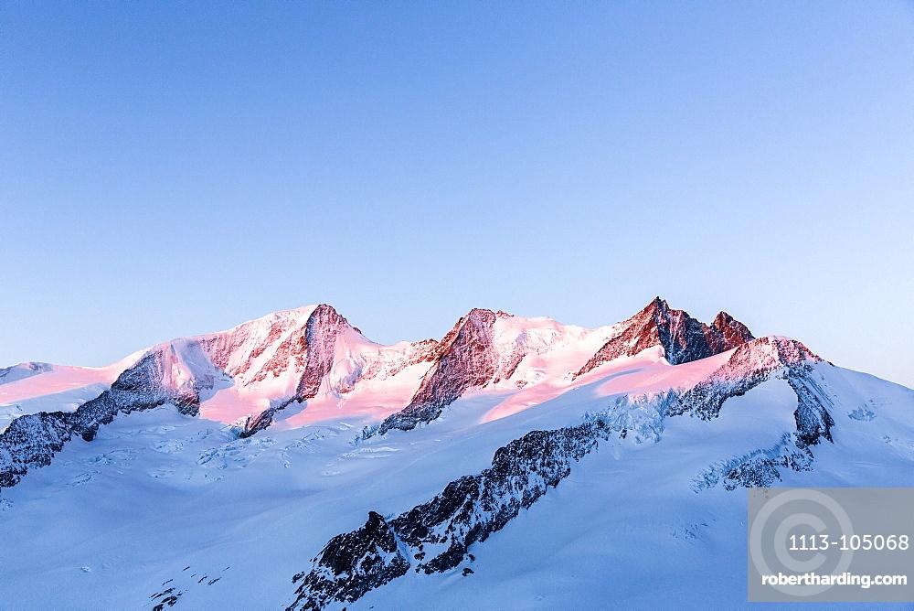 Grosses Wannenhorn, Schoenbuehlhorn, Fiescher Gabelhorn and Wyssnollen in the first morning light, Wallis, Switzerland