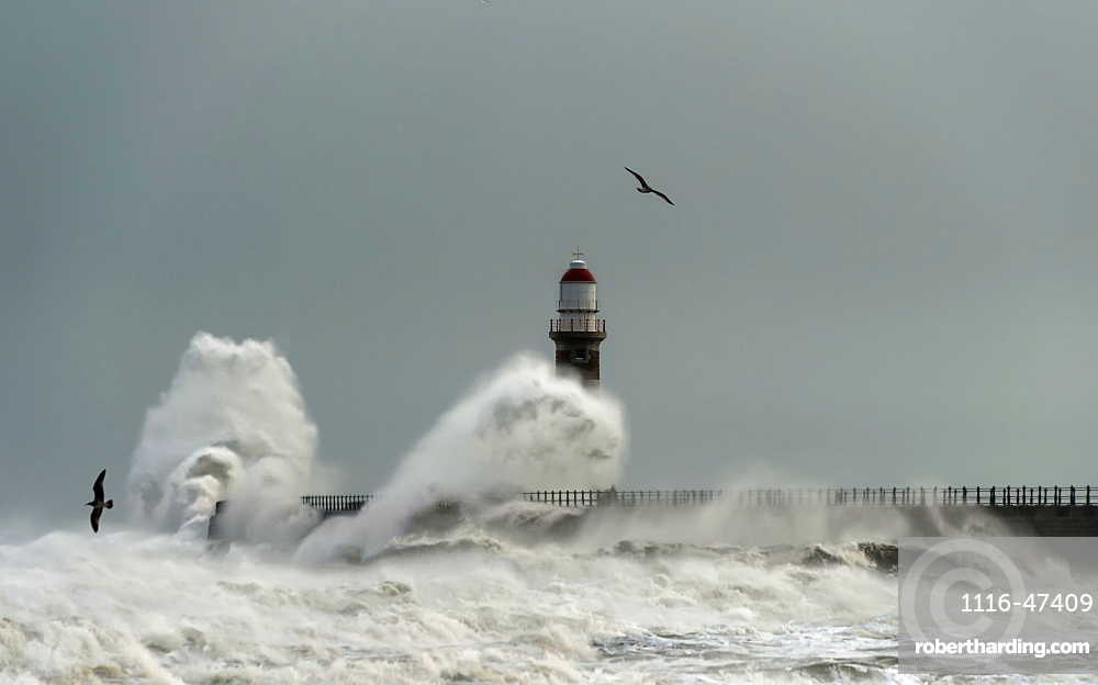 Roker Lighthouse and waves from the River Ware crashing onto the pier, Sunderland, Tyne and Wear, England