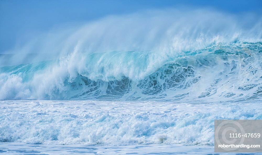 Huge waves in the ocean surrounding Oahu, Oahu, Hawaii, United States of America