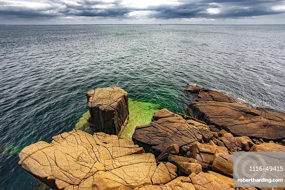 Coastline of Balancing Rock, Long Island, Digby Neck, Nova Scotia, Canada