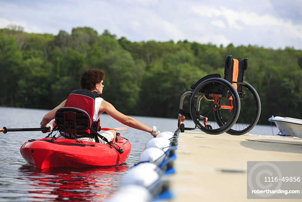 Woman with a Spinal Cord Injury learning how to use a kayak
