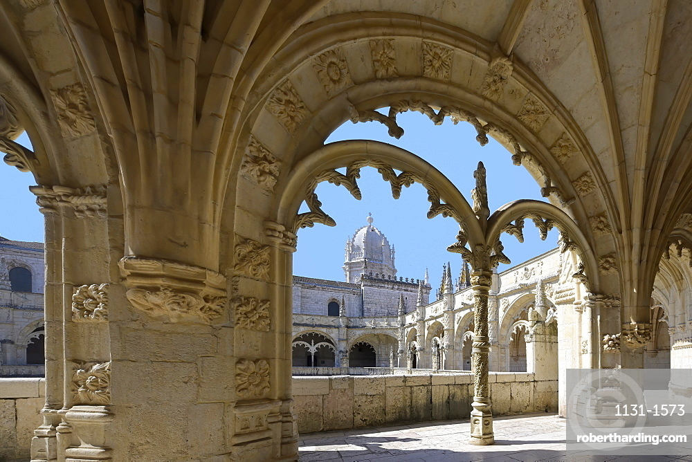 Manueline ornamentation in the cloister, Monastery of the Hieronymites (Mosteiro dos Jeronimos), UNESCO World Heritage Site, Belem, Lisbon, Portugal, Europe