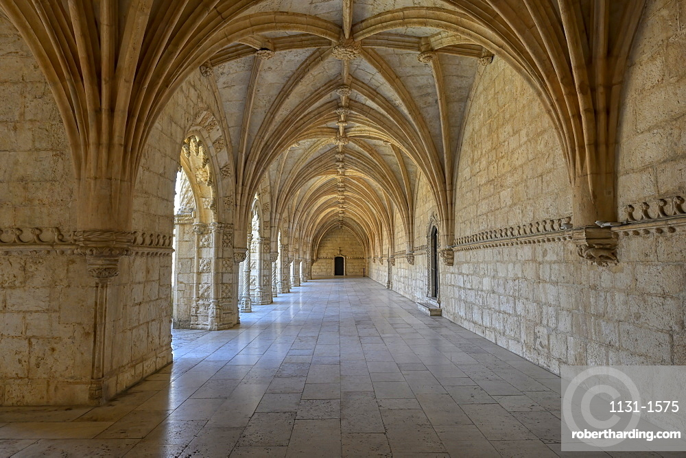 Cloister, Monastery of the Hieronymites (Mosteiro dos Jeronimos), UNESCO World Heritage Site, Belem, Lisbon, Portugal, Europe
