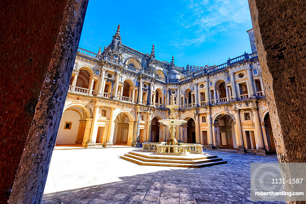 Main cloister and fountain, Castle and Convent of the Order of Christ (Convento do Cristo), UNESCO World Heritage Site, Tomar, Santarem district, Portugal, Europe
