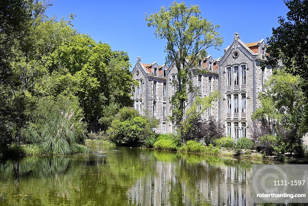 Dom Carlos park and former school building, Caldas da Rainha, Estremadura, Portugal