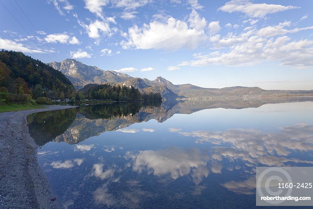 Herzogstand Mountain, Heimgarten Mountain and Herzogstand Mountain reflecting in Kochelsee Lake, Bavarian Alps, Upper Bavaria, Bavaria, Germany, Europe