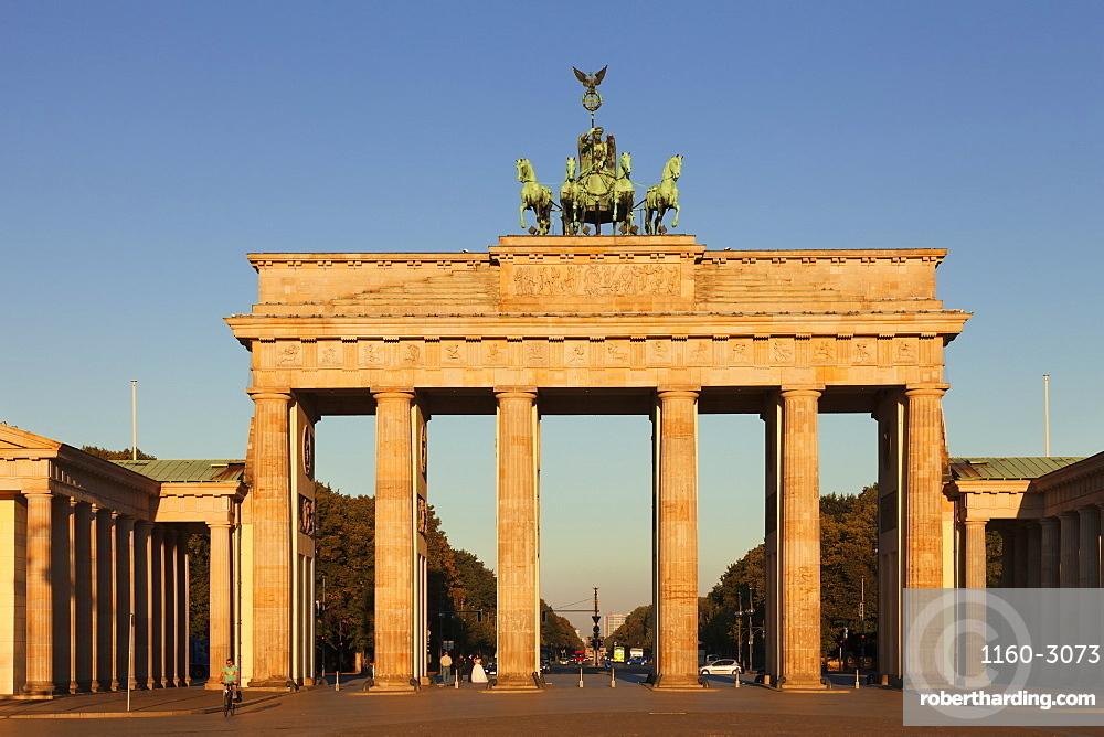 Brandenburg Gate (Brandenburger Tor) at sunrise, Quadriga, Berlin Mitte, Berlin, Germany, Europe