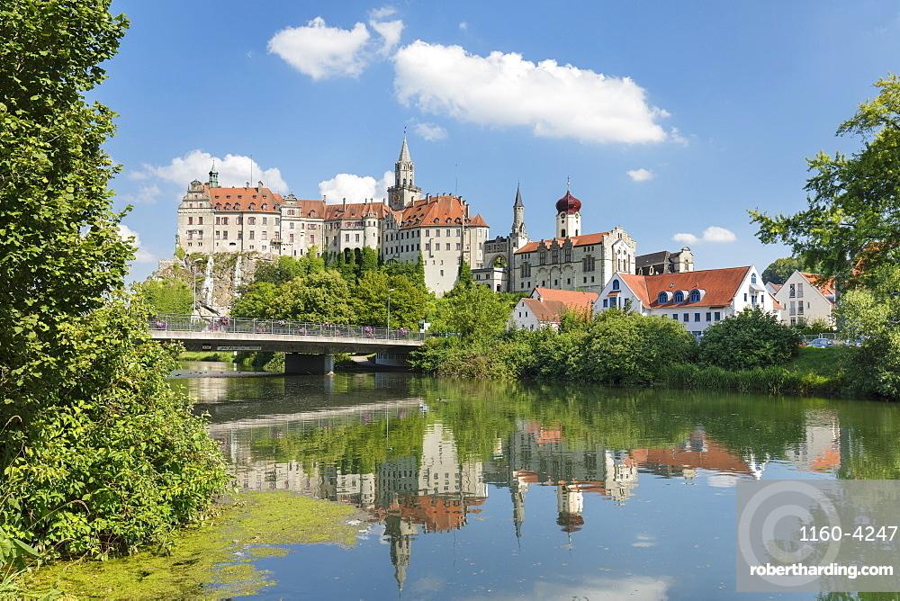 Sigmaringen Castle, Upper Danube Valley, Swabian Jura, Baden-Wuerttemberg, Germany