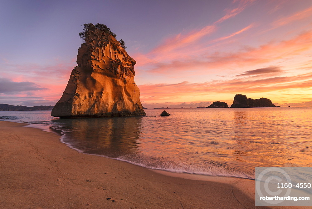 Cathedral Cove at sunrise, Cathedral Cove Marine Reserve, Coromandel Peninsula, Waikato, North Island, New Zealand, Pacific