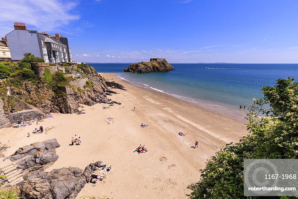 Castle Beach and St. Catherine's Island, on a sunny day in summer, Tenby, Pembrokeshire, Wales, United Kingdom, Europe