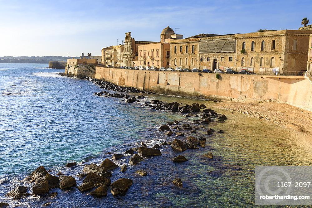 Waterfront, Ortigia (Ortygia), early morning, Syracuse (Siracusa), UNESCO World Heritage Site, Sicily, Italy, Mediterranean, Europe