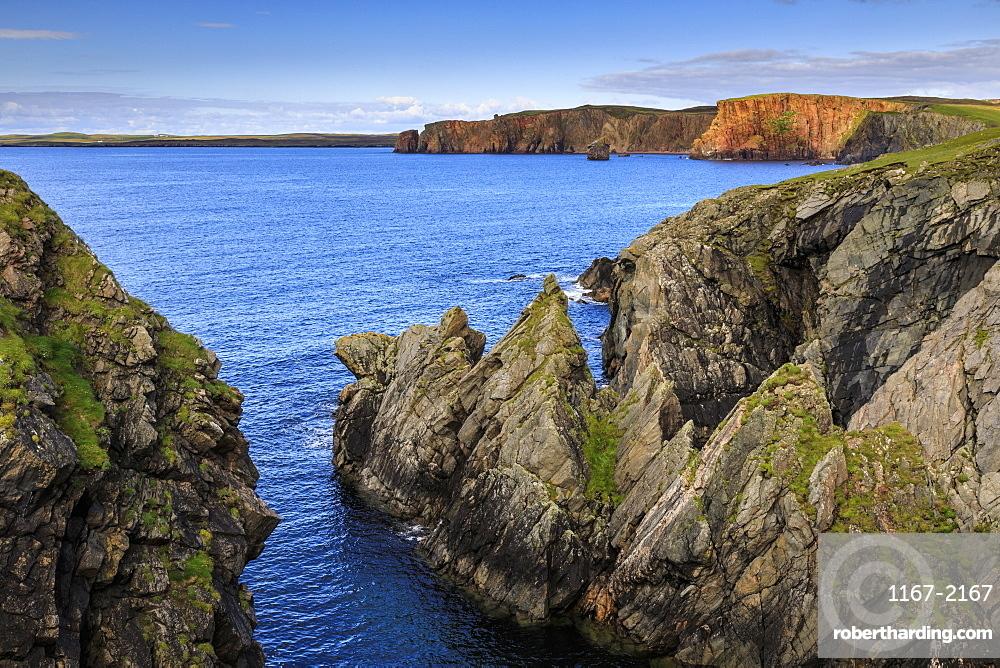 Ness of Hillswick, dramatic jagged cliffs, and red granite cliffs of The Heads of Grocken, Northmavine, Shetland Isles, Scotland