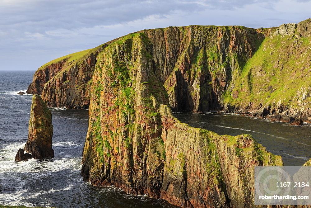 Westerwick, dramatic coastal views, red granite sea cliffs and stacks, West Mainland, Shetland Isles, Scotland, United Kingdom, Europe