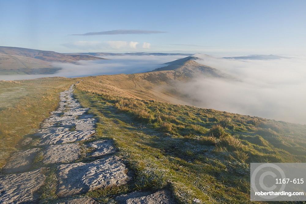 Fog and frosty path, Edale and Hope Valleys, Great Ridge Hollins Cross Mam Tor, Castleton, Peak District, Derbyshire, England, United Kingdom, Europe