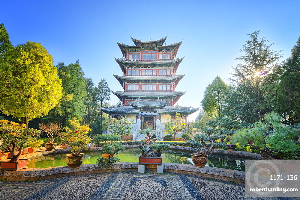Pavilion of Everlasting Clarity on Lion Hill in Lijiang, Yunnan, China, Asia