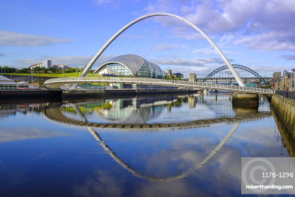 The Sage Arts Centre, Gateshead Millennium Bridge and Tyne Bridge over the Tyne River, Gateshead, Tyne and Wear, England, United Kingdom, Europe