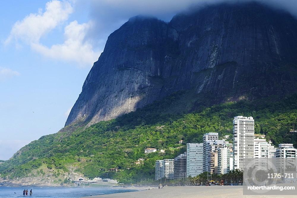 Sao Conrado beach and the Pedra da Gavea in Rio de Janeiro's southern zone, Rio de Janeiro, Brazil, South America