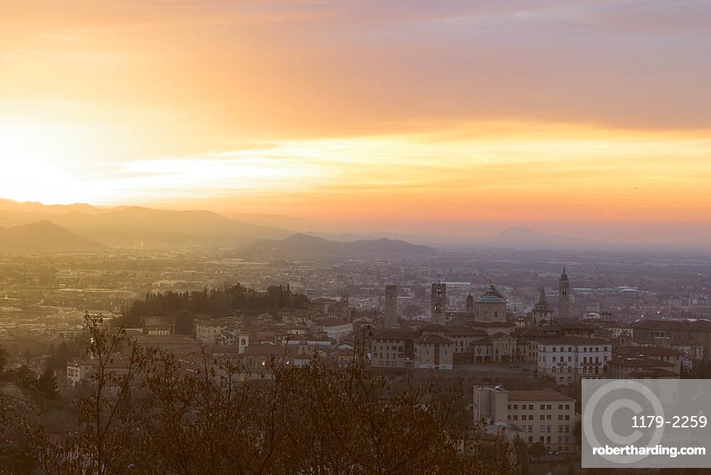 Dawn over Citta Alta (Upper City), Bergamo, Lombardy, Italy, Europe