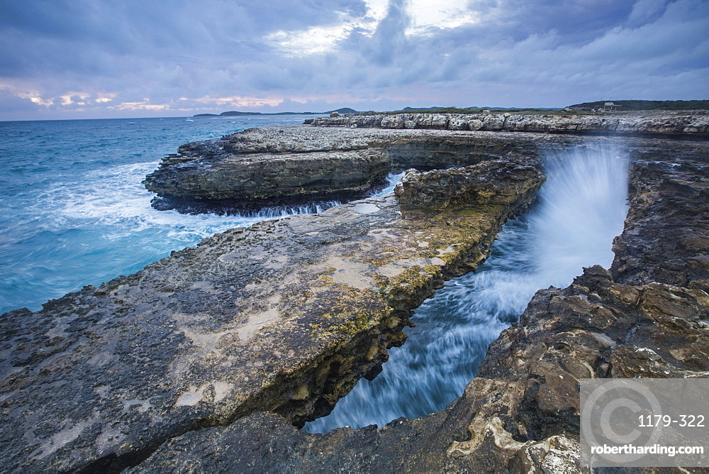 Geological Devil's Bridge, a natural arch carved by the sea from soft and hard limestone ledges of the Antigua formation, Antigua, Leeward Islands, West Indies, Caribbean, Central America